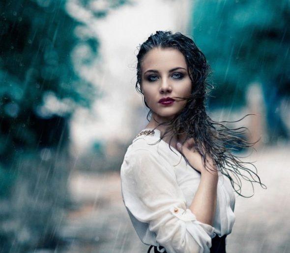 ऐ बारिश तू कुछ मेरे महबूब सी है